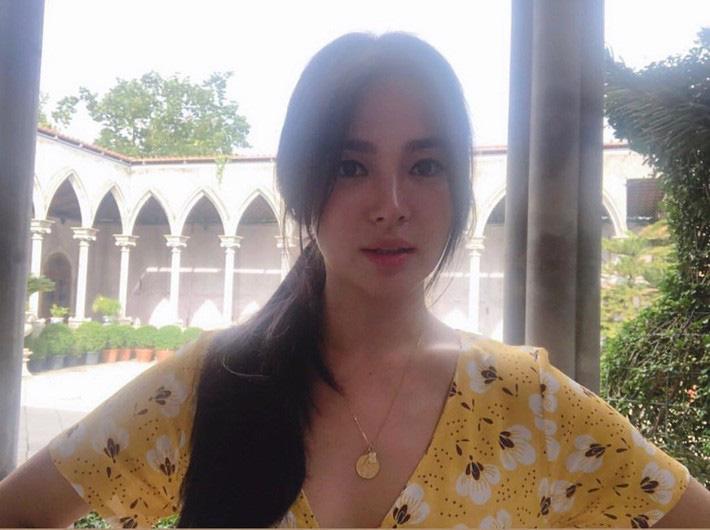 Hậu ly hôn, Song Hye Kyo lột xác với kiểu trang điểm sắc, trang phục cũng hở bạo và không kín mít như hồi trước-7