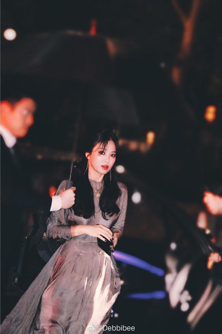 Hậu ly hôn, Song Hye Kyo lột xác với kiểu trang điểm sắc, trang phục cũng hở bạo và không kín mít như hồi trước-8