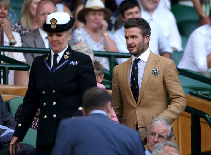 David Beckham ở tuổi 44 vẫn đẹp trai lãng tử, khí chất ngút trời, làm sáng rực một góc khán đài Hoàng gia-2