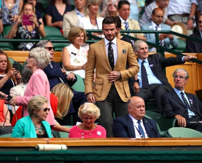 David Beckham ở tuổi 44 vẫn đẹp trai lãng tử, khí chất ngút trời, làm sáng rực một góc khán đài Hoàng gia-3