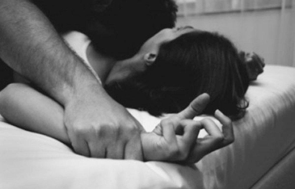 Sốc vì chồng nghiện tình dục ép vợ học lớp ân ái online để thành phù thủy-1