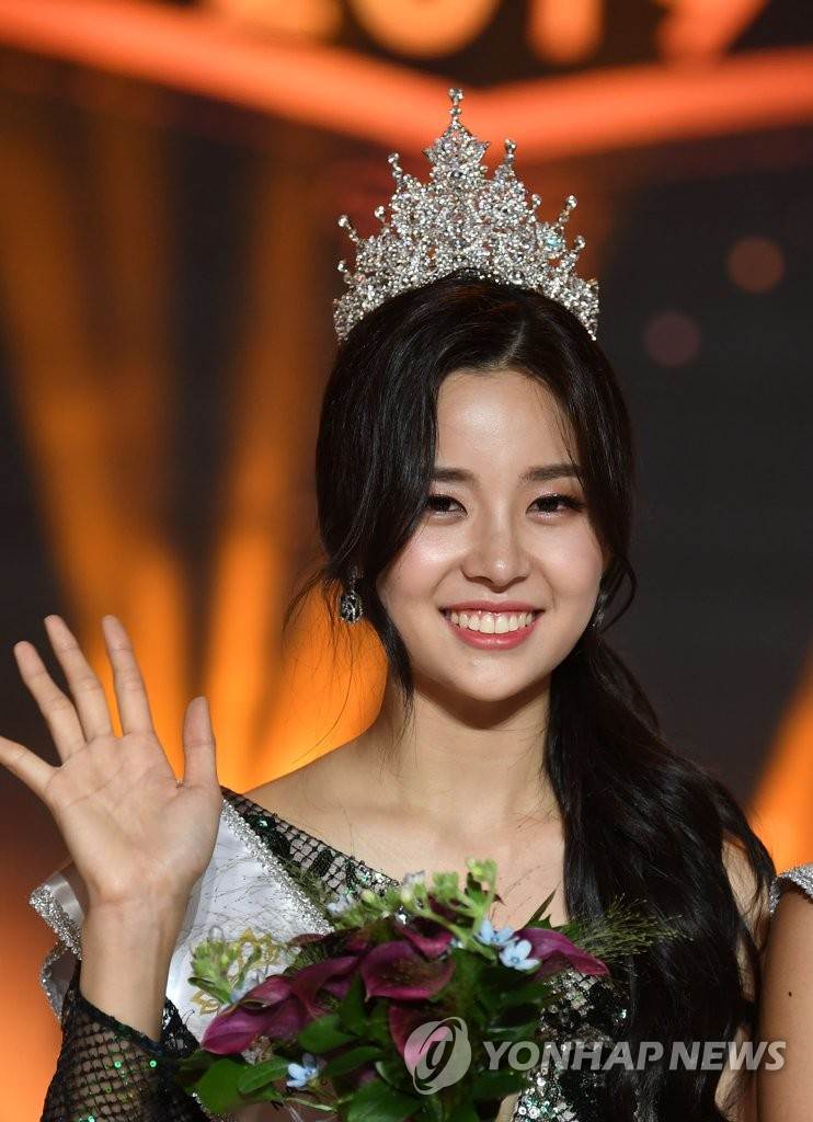 Chung kết Hoa hậu Hàn Quốc 2019 gây bão: Tân Hoa hậu xinh đến mức dìm cựu Hoa hậu, dàn Á hậu đằng sau bị chê mặt nhựa-1