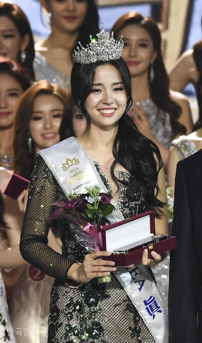 Chung kết Hoa hậu Hàn Quốc 2019 gây bão: Tân Hoa hậu xinh đến mức dìm cựu Hoa hậu, dàn Á hậu đằng sau bị chê mặt nhựa-3