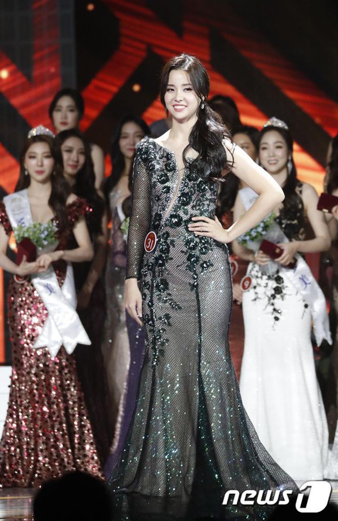 Chung kết Hoa hậu Hàn Quốc 2019 gây bão: Tân Hoa hậu xinh đến mức dìm cựu Hoa hậu, dàn Á hậu đằng sau bị chê mặt nhựa-5
