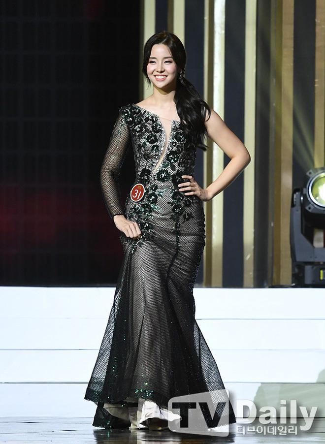Chung kết Hoa hậu Hàn Quốc 2019 gây bão: Tân Hoa hậu xinh đến mức dìm cựu Hoa hậu, dàn Á hậu đằng sau bị chê mặt nhựa-6