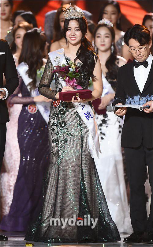 Chung kết Hoa hậu Hàn Quốc 2019 gây bão: Tân Hoa hậu xinh đến mức dìm cựu Hoa hậu, dàn Á hậu đằng sau bị chê mặt nhựa-13