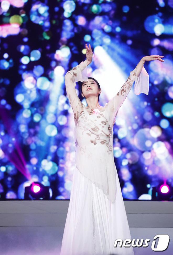 Chung kết Hoa hậu Hàn Quốc 2019 gây bão: Tân Hoa hậu xinh đến mức dìm cựu Hoa hậu, dàn Á hậu đằng sau bị chê mặt nhựa-19