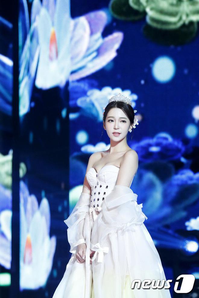 Chung kết Hoa hậu Hàn Quốc 2019 gây bão: Tân Hoa hậu xinh đến mức dìm cựu Hoa hậu, dàn Á hậu đằng sau bị chê mặt nhựa-22