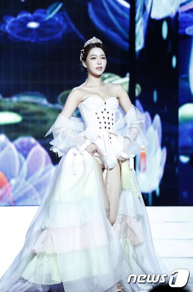 Chung kết Hoa hậu Hàn Quốc 2019 gây bão: Tân Hoa hậu xinh đến mức dìm cựu Hoa hậu, dàn Á hậu đằng sau bị chê mặt nhựa-23