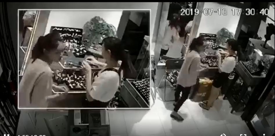 Cô gái trẻ khiến dân mạng choáng váng với thủ đoạn trộm cắp tinh vi tại cửa hàng nữ trang-4