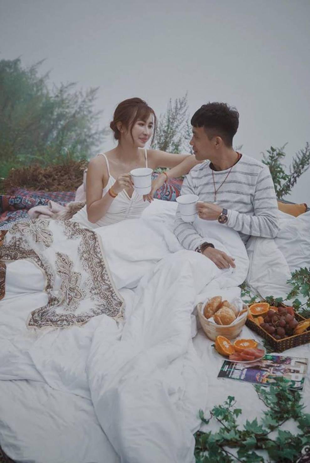 Nhan sắc ngày càng trẻ đẹp của vợ đại gia Minh Nhựa: Body nuột nà không hề thua chị kém em-23