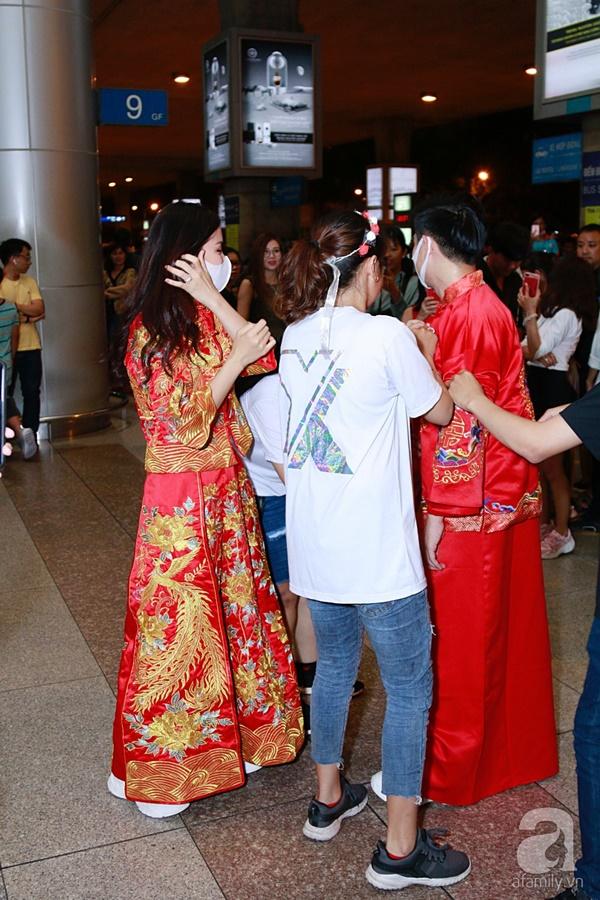 Hot: Đông Nhi và Ông Cao Thắng bất ngờ được tổ chức đám cưới ngay tại sân bay sau khi trở về từ Mỹ-4