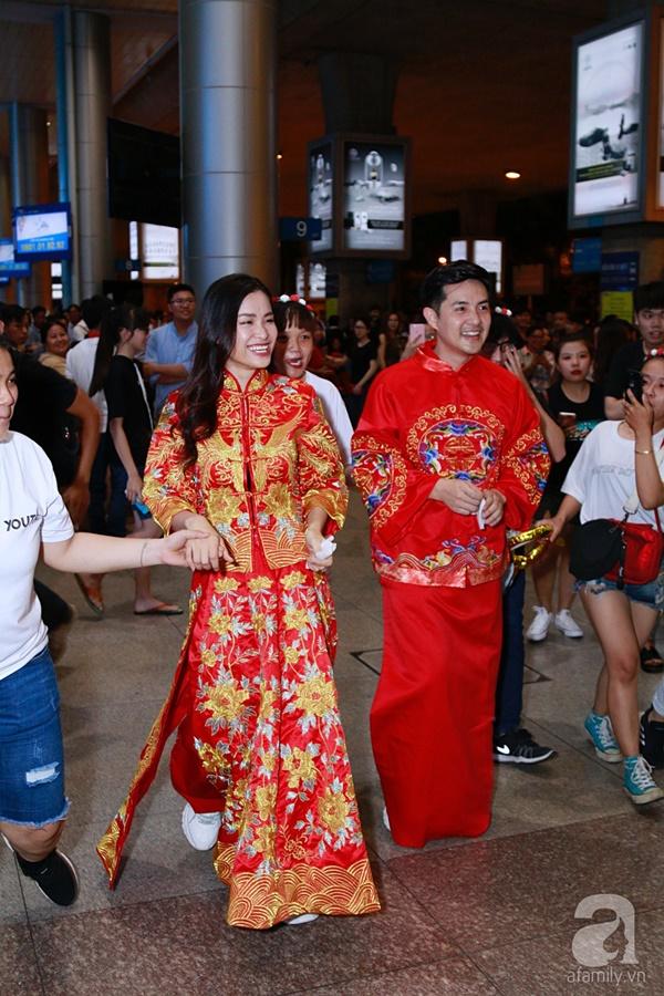 Hot: Đông Nhi và Ông Cao Thắng bất ngờ được tổ chức đám cưới ngay tại sân bay sau khi trở về từ Mỹ-5