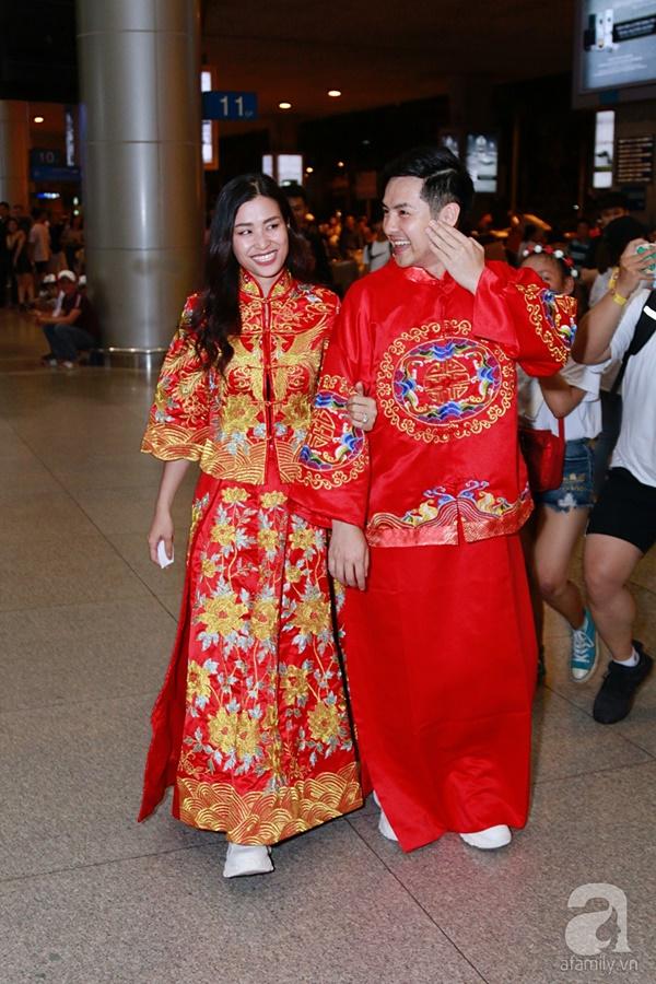 Hot: Đông Nhi và Ông Cao Thắng bất ngờ được tổ chức đám cưới ngay tại sân bay sau khi trở về từ Mỹ-6