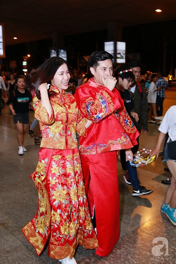 Hot: Đông Nhi và Ông Cao Thắng bất ngờ được tổ chức đám cưới ngay tại sân bay sau khi trở về từ Mỹ-7