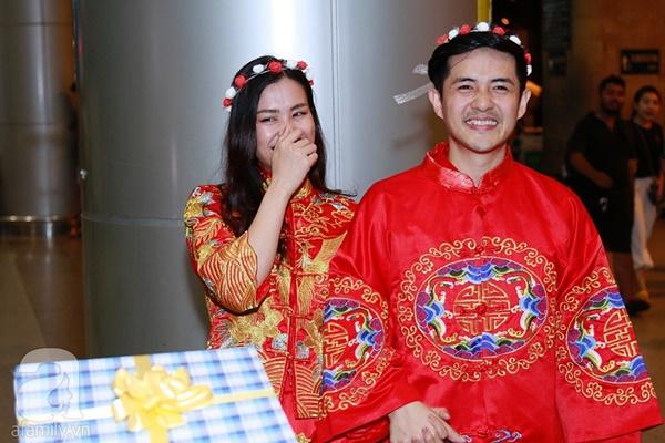 Hot: Đông Nhi và Ông Cao Thắng bất ngờ được tổ chức đám cưới ngay tại sân bay sau khi trở về từ Mỹ-8