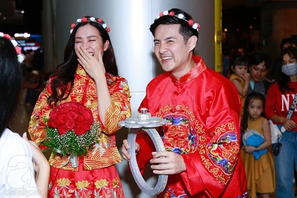 Hot: Đông Nhi và Ông Cao Thắng bất ngờ được tổ chức đám cưới ngay tại sân bay sau khi trở về từ Mỹ-9