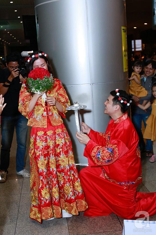 Hot: Đông Nhi và Ông Cao Thắng bất ngờ được tổ chức đám cưới ngay tại sân bay sau khi trở về từ Mỹ-10