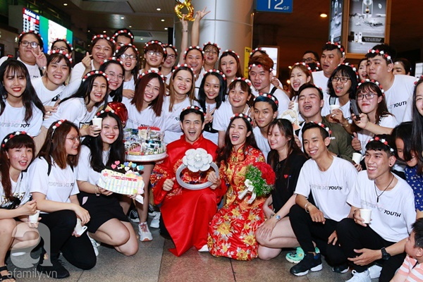 Hot: Đông Nhi và Ông Cao Thắng bất ngờ được tổ chức đám cưới ngay tại sân bay sau khi trở về từ Mỹ-13