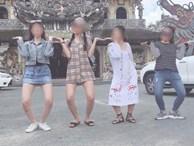 Mặc váy ngắn cũn cỡn khi tới ngôi chùa nổi tiếng ở Đà Lạt, nhóm bạn trẻ khiến dân mạng tranh cãi gay gắt