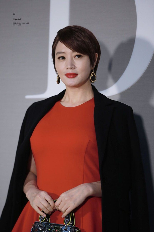Chuyện đời buồn của đại minh tinh xứ Hàn - Kim Hye Soo: Bán hết gia sản để trả nợ cho mẹ cờ bạc, sống cảnh nhà thuê vẫn bị bám theo đòi tiền-1