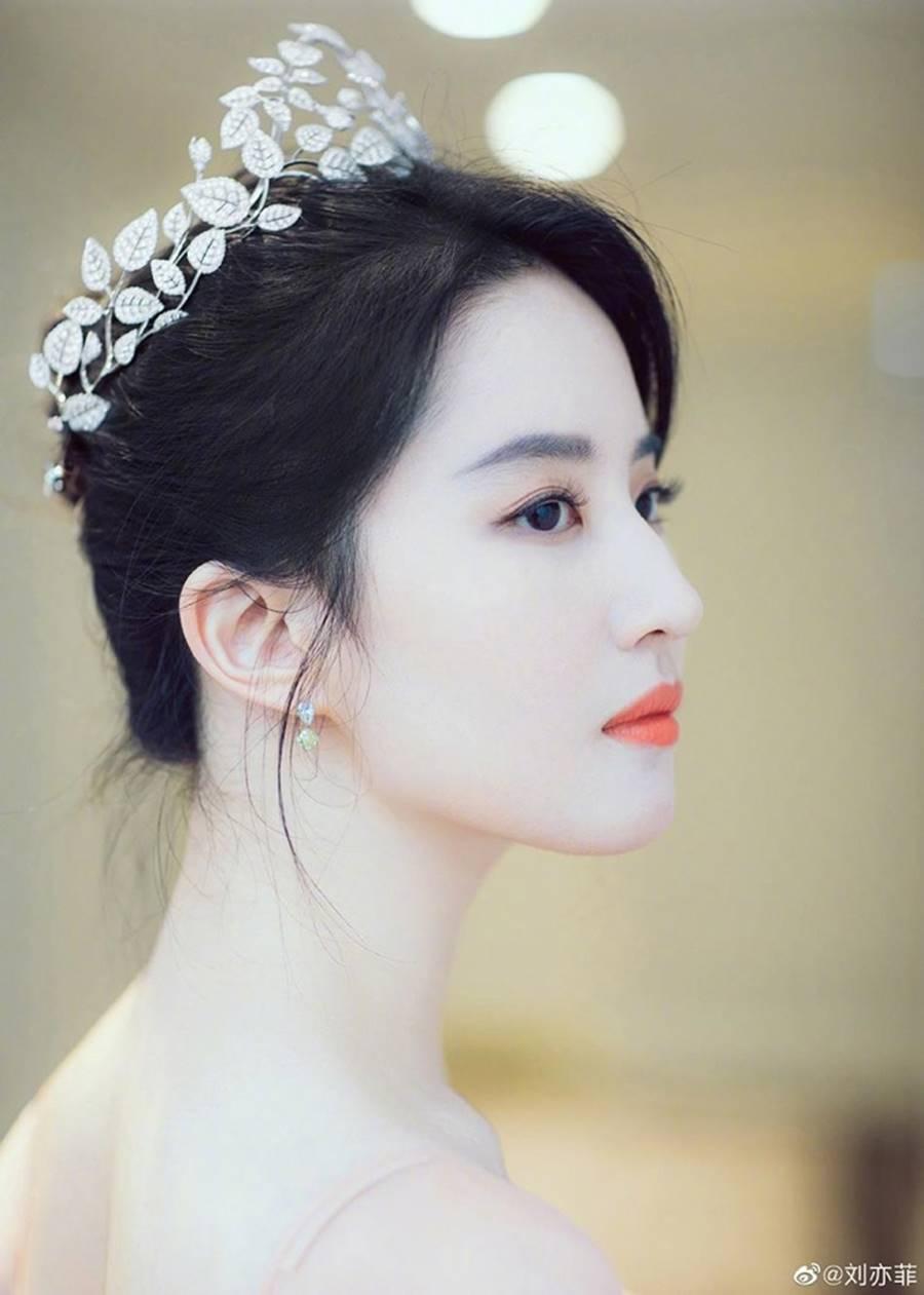 Lưu Diệc Phi đội vương miện, xinh đẹp như nàng tiên bước ra từ truyện cổ tích-3