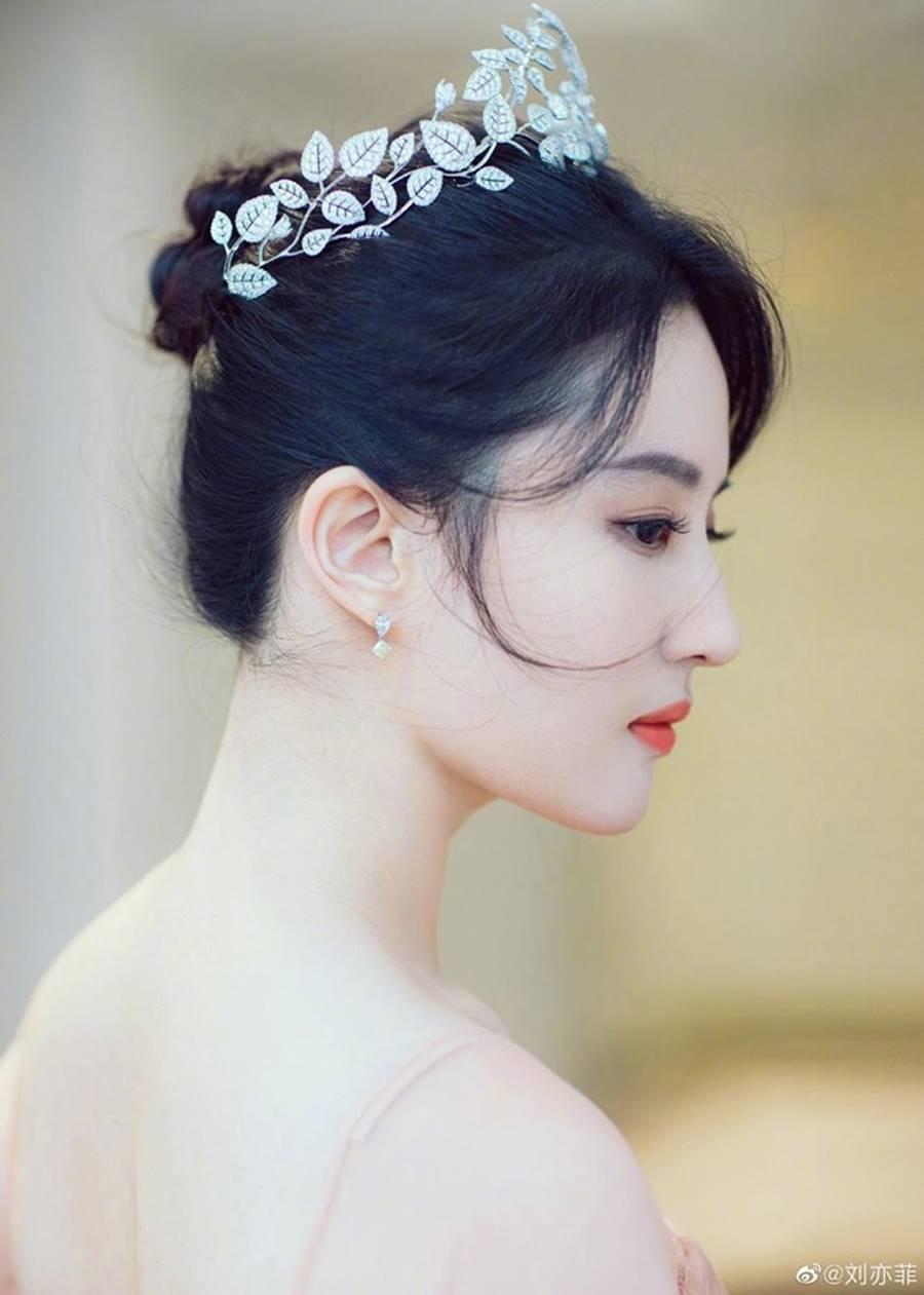 Lưu Diệc Phi đội vương miện, xinh đẹp như nàng tiên bước ra từ truyện cổ tích-4