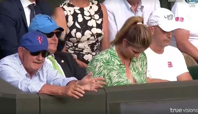 Đỏ mặt ở Wimbledon: Vợ Federer cổ vũ quá sung, hết hồn bung cúc áo-1