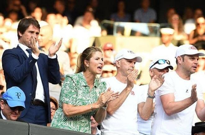 Đỏ mặt ở Wimbledon: Vợ Federer cổ vũ quá sung, hết hồn bung cúc áo-4
