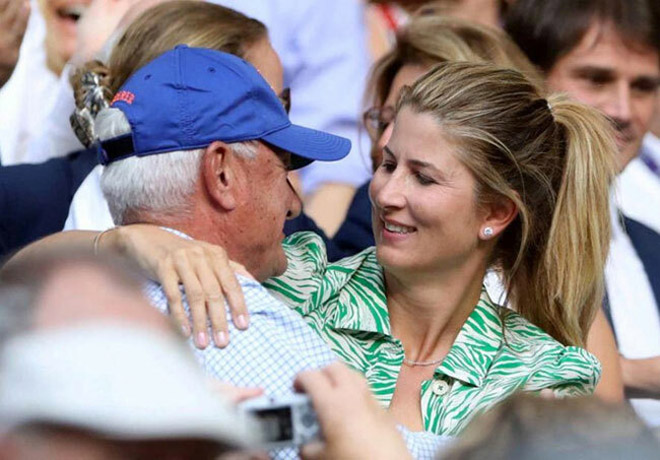 Đỏ mặt ở Wimbledon: Vợ Federer cổ vũ quá sung, hết hồn bung cúc áo-6