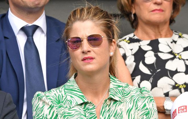 Đỏ mặt ở Wimbledon: Vợ Federer cổ vũ quá sung, hết hồn bung cúc áo-2