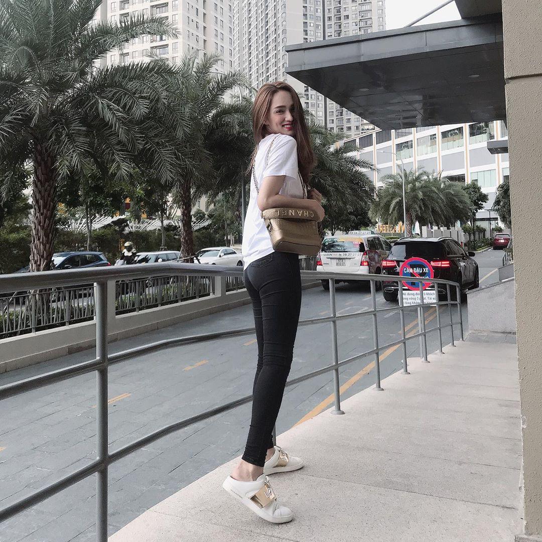 Làm chủ công thức diện đồ đen - trắng với 13 ý tưởng từ sao nữ Việt, và style của bạn sẽ lên đời thấy rõ-2