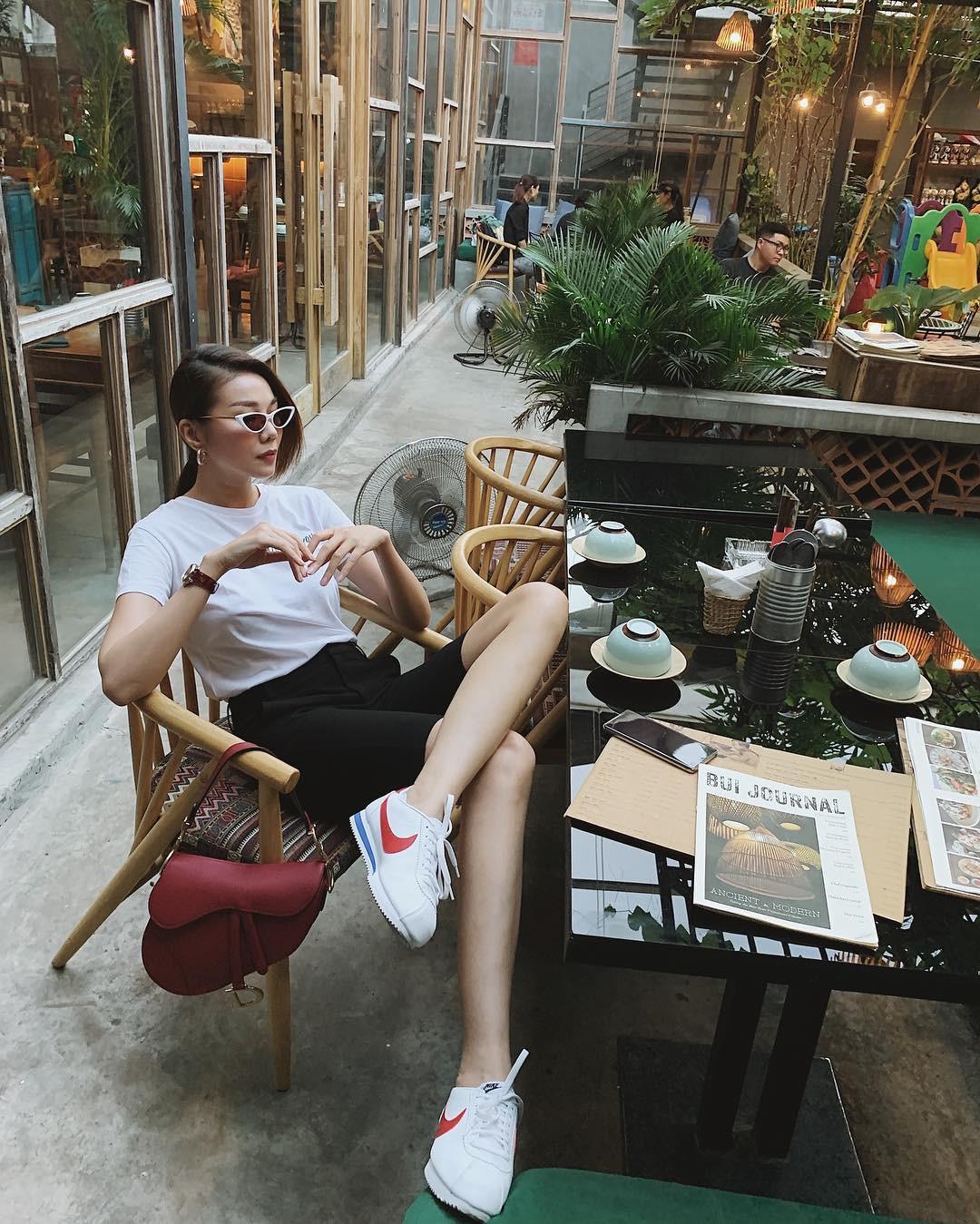 Làm chủ công thức diện đồ đen - trắng với 13 ý tưởng từ sao nữ Việt, và style của bạn sẽ lên đời thấy rõ-8