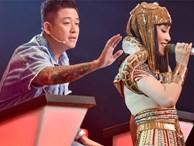 The Voice: Thấy gái đẹp quấn trăn nhảy múa tưng bừng, Tuấn Hưng phản ứng bất ngờ khiến ai cũng bật cười