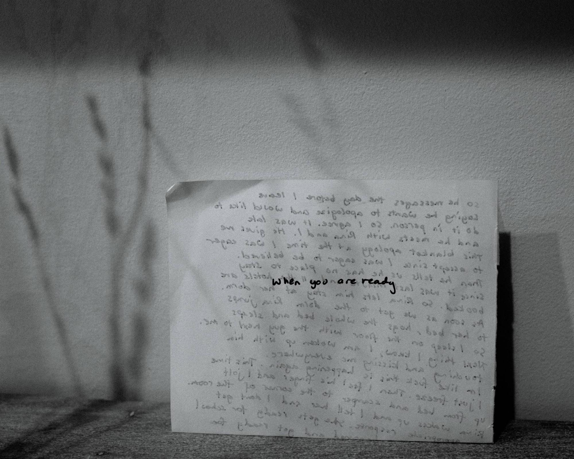 Nhật ký qua ảnh đầy xúc cảm của nữ y tá bị cưỡng hiếp và phải tự mình tìm lấy ánh sáng giữa hố sâu tăm tối-6