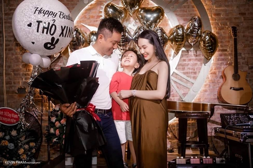 Vợ Tuấn Hưng, hoa khôi cháu dâu bà Tư Hường có bầu vẫn gợi cảm bậc nhất-4