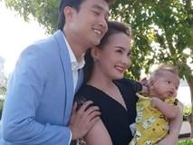 Lộ ảnh kết phim gia đình Thư - Vũ hạnh phúc bên nhau nhưng dân mạng lại chỉ chú ý bé Bon vì chi tiết này