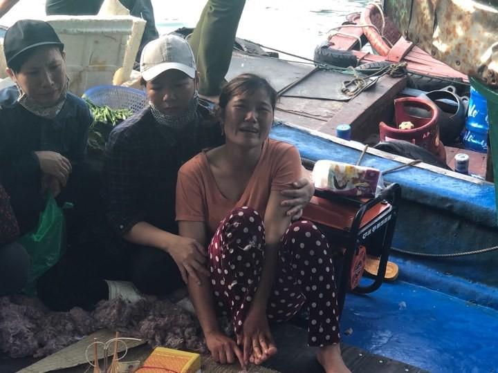 Tìm thấy thi thể bé trai 4 tuổi rơi xuống biển Hạ Long, bà và mẹ quỵ ngã-1