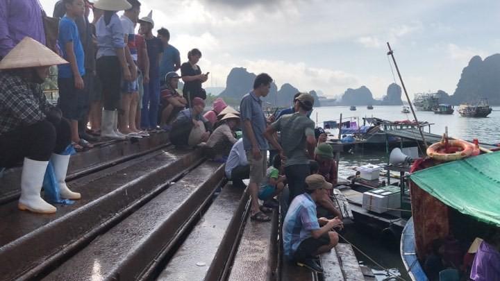 Tìm thấy thi thể bé trai 4 tuổi rơi xuống biển Hạ Long, bà và mẹ quỵ ngã-3