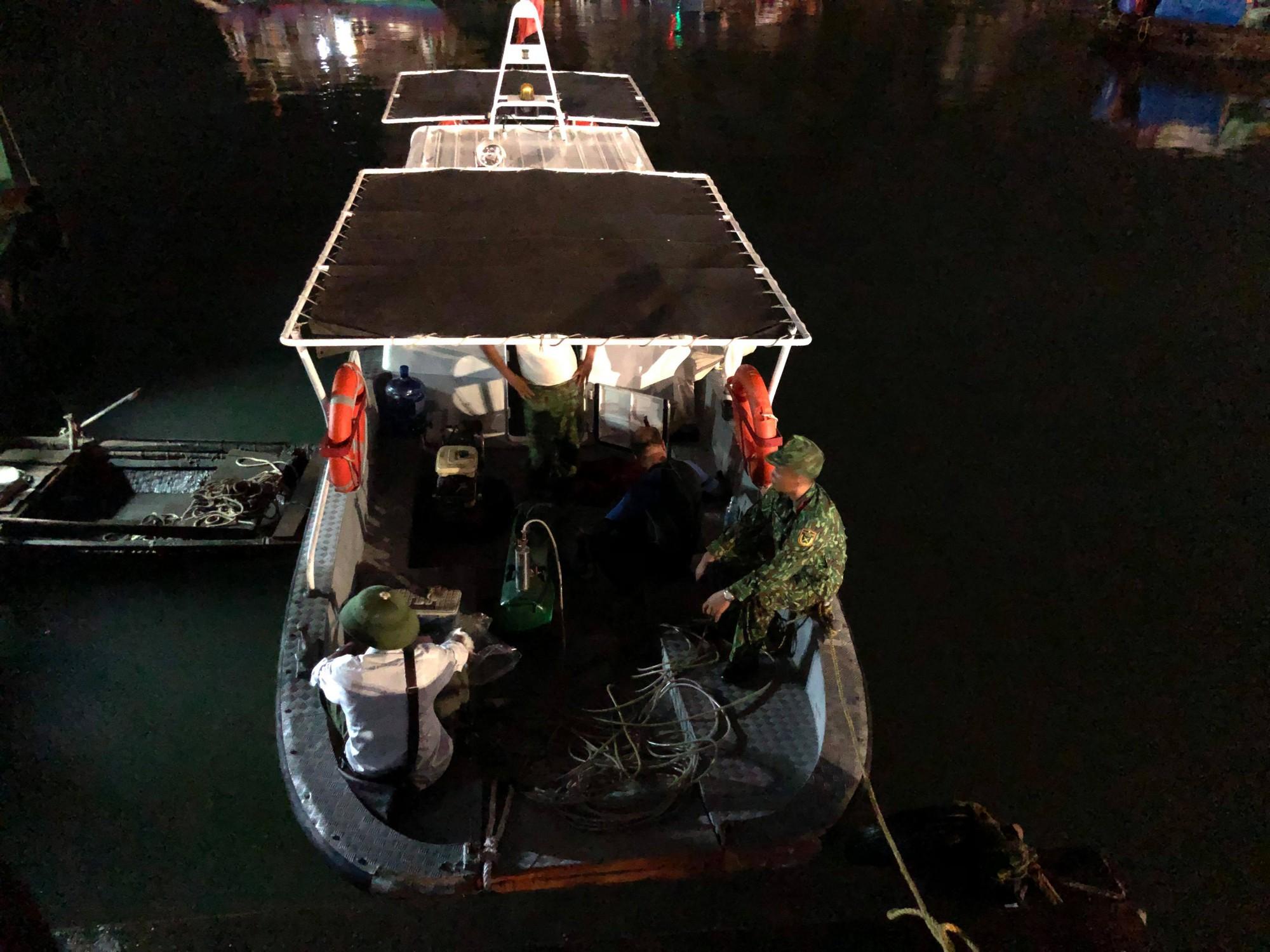 Tìm thấy thi thể bé trai 4 tuổi rơi xuống biển Hạ Long, bà và mẹ quỵ ngã-6