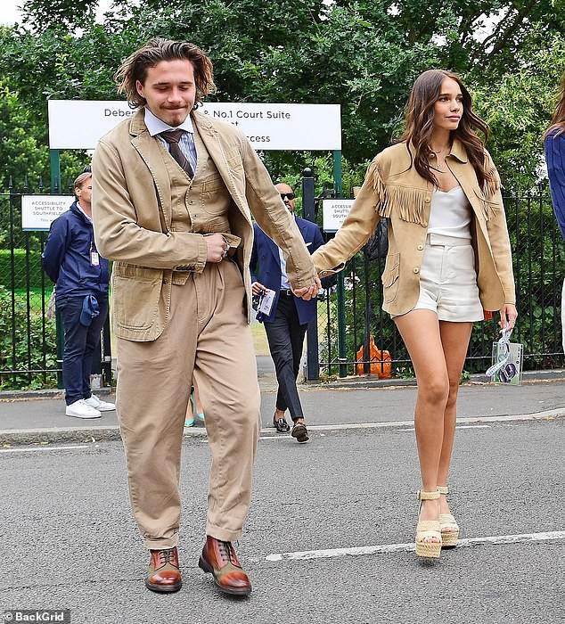 Cậu cả nhà Beckham gây sốc với dáng vẻ vừa già vừa lôi thôi, sánh vai bên bạn gái hơn tuổi mà vẫn như bố con-2