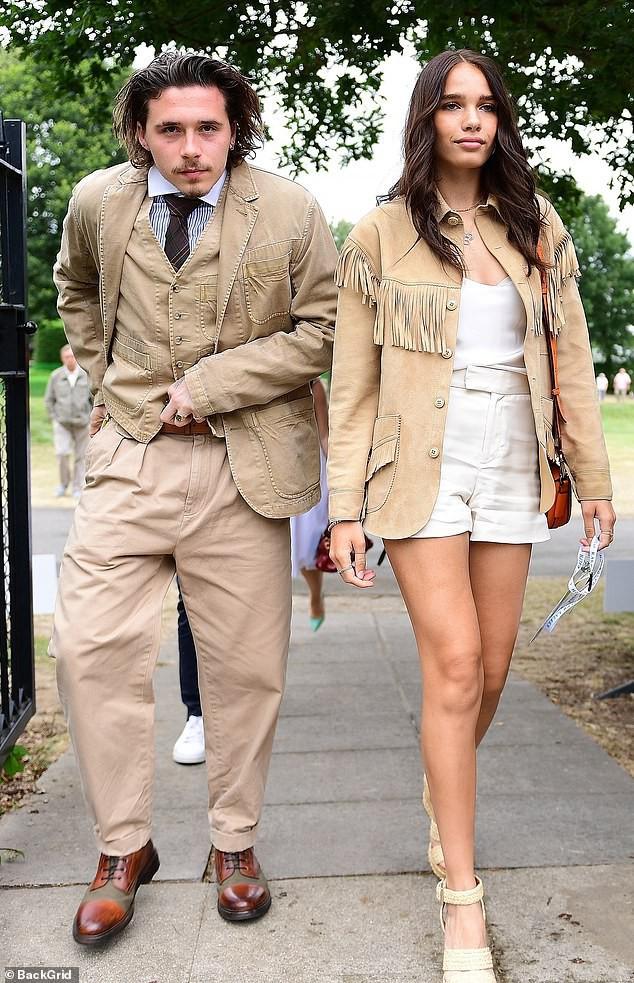 Cậu cả nhà Beckham gây sốc với dáng vẻ vừa già vừa lôi thôi, sánh vai bên bạn gái hơn tuổi mà vẫn như bố con-3