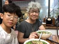 'Chú lính chì' Thiện Nhân đón sinh nhật sớm tuổi 13 bên bát phở cùng 'mẹ còi' và ông bà ngoại