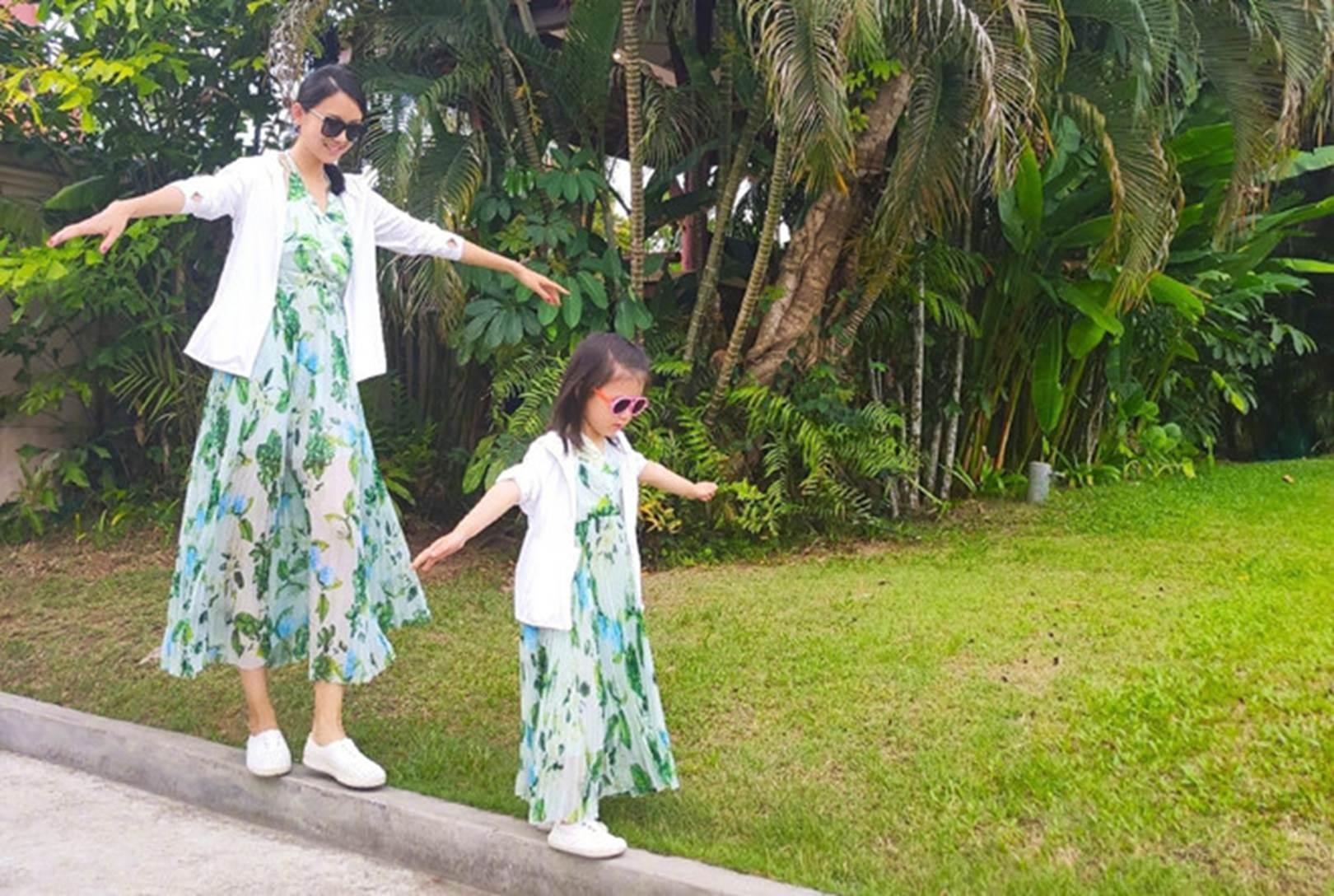 Con gái 3 tuổi của Hoa hậu Trương Tử Lâm sớm sở hữu đôi chân dài-4