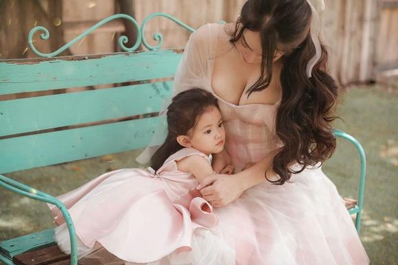 Cuồng phim công chúa từ nhỏ, Hải Băng quyết tâm chụp một bộ ảnh như trong truyện cổ tích với con gái-1