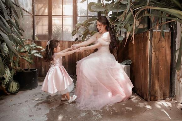 Cuồng phim công chúa từ nhỏ, Hải Băng quyết tâm chụp một bộ ảnh như trong truyện cổ tích với con gái-7
