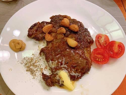 Vợ xinh của Đăng Khôi đi du lịch vẫn vào bếp làm món nhà giàu: Bất ngờ với mức giá-4