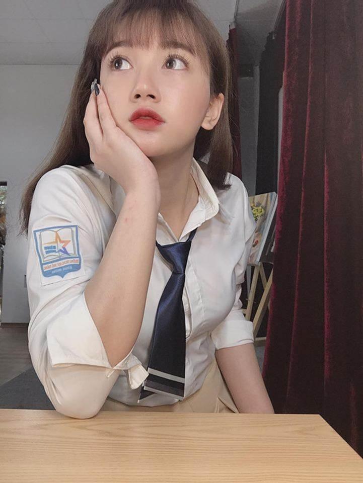 Nữ sinh Sân khấu Điện ảnh được chú ý sau bức ảnh selfie tập quân sự-4