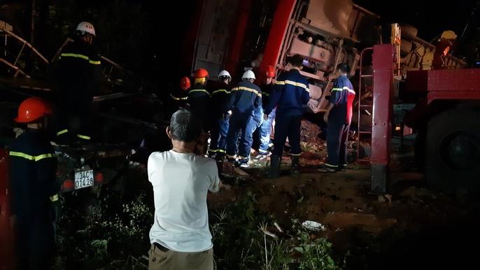 Xe khách lật trong đêm, hàng chục người thương vong-6