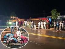 Xe khách lật trong đêm, hàng chục người thương vong